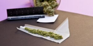 how-to-roll-an-l-weed-joint.jpg
